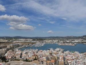 Blick auf den Hafen von Ibiza Stadt (Eivissa)